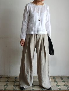 love the pleated pants, the whole outfit, actually. Simple sophistication