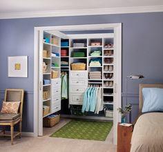 schlafzimmer lila wand begehbarer kleiderschrank wandregale - Schlafzimmer Lila Wand