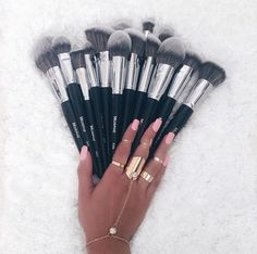 Looking for the best makeup brushes? Readers singled out these 14 makeup brushes for their ability to blend, buff and contour their faces to perfection. From high end to drugstore makeup brushes, see which tools made the cut. Best Makeup Brush Brands, Best Makeup Brushes, Makeup Brush Set, Best Makeup Products, Morphie Brushes, Morphe Brushes Set, Eyeshadow Brushes, Makeup Guide, Makeup Tricks