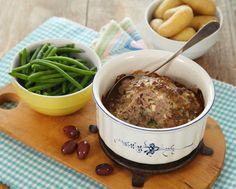 Oppskrift på smakfull kjøttpudding med løk, fetaost og oliven.  Deilig middag for hele familien.