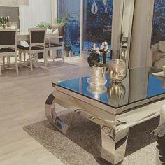 """Så lekkert og delikat hos @hildekanin   """"Vienna"""" coffetable fra @classicliving #classicliving #møbler #interiør #Stuemøbel #glammøbler #glam #classyhome #interior #furniture #viennasalongbord"""