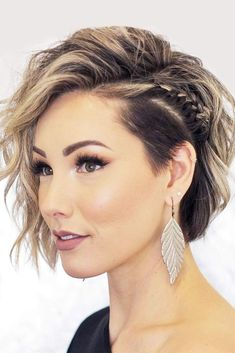 Easy To Do Braided Hairstyles For Short Hair Side Braid #braidedhairstyles #shorthair #hairstyles #braids #blondehighlights