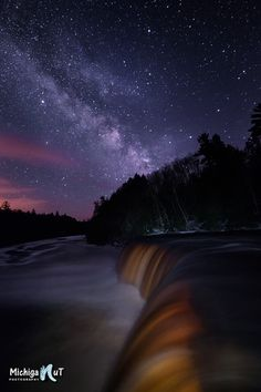 50 Surreal Night Sky Images Of Every State In The USA ~This one is Michigan check out your state ♥