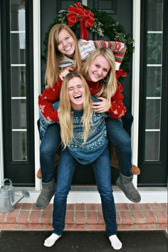 Best friends Christmas picture My Bffs and me totally should do this