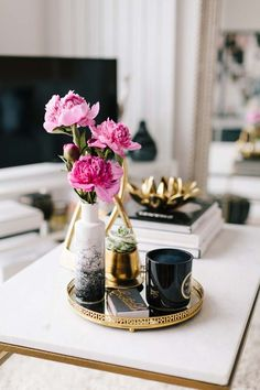 Cute coffee table styling  - This Tiny San Francisco Apartment Is Our Bachelorette Dream | The Everygirl