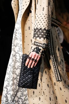 See detail photos for Valentino Fall 2017 Ready-to-Wear collection.