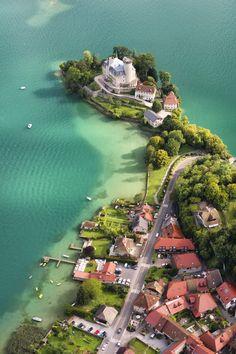 dani-wistful:  arrivalsandepartures:  Lake Anecy, France - by Nicolas Laverroux  Magnifique endroit !!