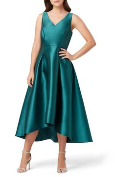 Shop a great selection of Tahari V-Neck Mikado Cocktail Dress. Find new offer and Similar products for Tahari V-Neck Mikado Cocktail Dress. Green Bridesmaid Dresses, Bride Dresses, Teen Dresses, Club Dresses, Party Dresses, Women's Dresses, High Low Gown, Cocktail Dresses Online, Robes Midi