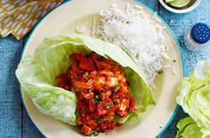 These flavoursome Mexican chilli chicken cups by Slimming World are really simple to make and ideal if you fancy something different for dinner. The chicken mixture is spiced with cumin, paprika and red chillies. Serve your cups with rice or quinoa. Chicken Cups Recipe, Leftover Chicken Recipes, Laura Lee, Wrap Recipes, Dinner Recipes, Quinoa, Mexican Chilli, Healthy Cooking, Healthy Eating