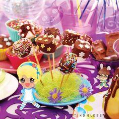 Catch me if you can . #tingglees#tingglee#wonderland#chocolate#sugarcraft#sweets#chocoholic#illustration#character#smaiu#design#chocostick#cupcakefairy#puple#팅글리#초콜렛#초코#이상한나라#캐릭터#디자인#스마이유#시계토끼#앨리스#초코홀릭#초코스틱#일러스트#보라#컵케이크요정