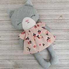 Handmade Stuffed Animals, Fabric Animals, Unique Baby Gifts, Fabric Toys, Cat Doll, Sewing Dolls, Soft Dolls, Stuffed Animal Patterns, Felt Toys