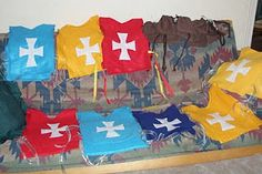 Crack of Dawn Crafts: Knight Birthday Party: Make your own Tunic Costumes. Possibly if B chooses a knights/dragons/Narnia party Medieval Party, Princess Birthday, Boy Birthday, Princess Party, Narnia, Mike The Knight, Vbs Themes, Dragons, Knight Party