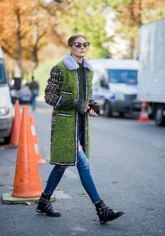 Olivia Palermo wearing green coat seen outside Moncler Gamme Rouge during Paris Fashion Week Spring/Summer 2018 on October 3 2017 in Paris France Olivia Palermo, Winter Fashion Casual, Autumn Fashion, Winter Style, Paris Fashion, Outfits Otoño, Casual Outfits, Celebrity Style Inspiration, Fashion Inspiration