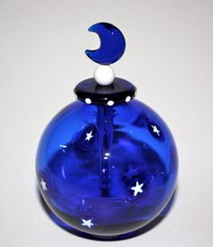 Handblown Glass Cobalt Blue Round Perfume Bottle with White Stars and glass Dabber with Moon by ? on Etsy♥🌸♥ Perfumes Vintage, Antique Perfume Bottles, Vintage Bottles, Blue Perfume, Bleu Cobalt, Cobalt Glass, Beautiful Perfume, Himmelblau, Blue Bottle
