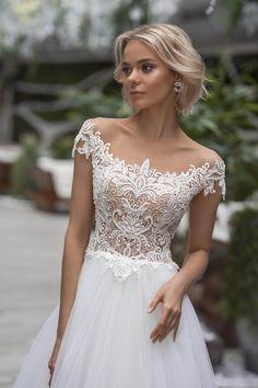 5 Νοε 2019 - Wedding gown Strekoza Sinuosa buy online Sheer Wedding Dress, Wedding Dress Trends, Wedding Dress Shopping, Dream Wedding Dresses, Wedding Gowns, Wedding Store, Bridal Gown, Wedding Hair, Wedding Ceremony
