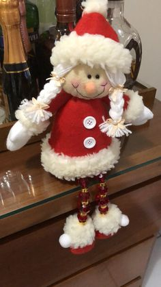 Mamá claus Christmas Ornament Crafts, Felt Ornaments, Holiday Crafts, Christmas Ideas, Sewing Projects, Projects To Try, Sock Snowman, Sock Dolls, Make Your Own Clothes