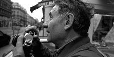 Le photographe Mario Dondero à Paris, en 1997.