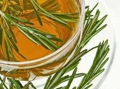 Rosemary For Hair - Rosemary Water For Hair Growth (Rosemary Hair Rinse) Rosemary For Hair, Rosemary Water, Psoriasis Remedies, Herbal Remedies, Natural Cures, Natural Health, Getting Rid Of Bloating, Best Fat Burning Foods, Herbal Tea