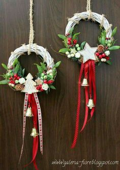 """"""""""" 68 Amazing Holiday Wreaths for your Front Door – Happily Ever After, Etc. """""""" 68 Amazing Holiday Wreaths for your Front Door – Happily Ever After, Etc. Noel Christmas, Homemade Christmas, White Christmas, Christmas Projects, Holiday Crafts, Holiday Wreaths, Winter Wreaths, Spring Wreaths, Summer Wreath"""