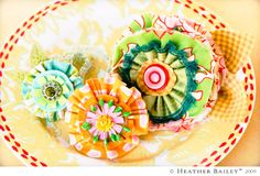Packing Flowers......these are really nothing more than flowers consisting of all your material and felt scraps and a few buttons!  Nice little informative tutorial courtesy of Hello my name is Heather blog post Sept. 10, 2009