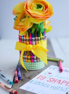 Brighten up any desk! Glue up an amazing DIY teacher's gift with crayons! via http://placeofmytaste.com/