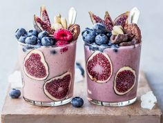 A healthy dessert made from a densely mixed cocktail Cute Food, Good Food, Yummy Food, Healthy Food, Healthy Smoothies, Smoothie Recipes, Plat Vegan, Desserts Sains, Aesthetic Food