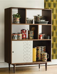 Orla Kiely kitchenware in a very cool Mid Century Modern cabinet Mid Century Modern Decor, Mid Century Modern Furniture, Retro Furniture, Furniture Design, Estilo Retro, Orla Kiely, Retro Home Decor, Home And Deco, Decoration Table