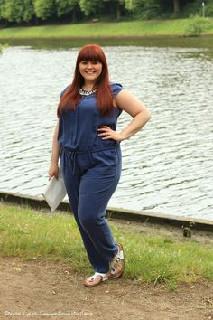 Hülle & Fülle Plus Size Fashion & Lifestyle Blog: Garden party in a Jumpsuit, Happy Size, Clutch, Birkenstock, Redhair, OOTD, Casual, Curvy Fashion