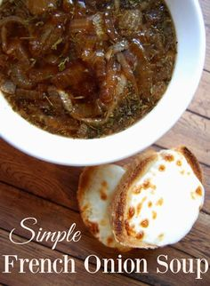 Simple French Onion Soup - Love this recipe! French Onion Soup is my favorite! This recipe has just a few ingredients and all are ones that I have on hand! Love that balsamic vinegar is used instead of wine. dinner no cheese French Onion Soup Sopa Crock Pot, Crockpot French Onion Soup, Homemade French Onion Soup, Best French Onion Soup, Onion Soup Recipes, Easy Soup Recipes, Real Food Recipes, Cooking Recipes, Healthy Recipes