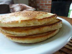 Dagen i dag startet med en solid svele-frokost, og disse er kjempelette å lage!  Dette trenger du til ca 20 sveler:  4 egg 150 g sukker 1 liter kulturmelk eller Kefir 600 gram hvetemel ...