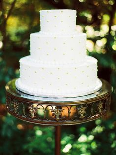 Wedding cake at #MaggieBride Heather wearing Marianne by Maggie Sottero at her relaxed and stylish Pennsylvania wedding   Justin Tearney Photography
