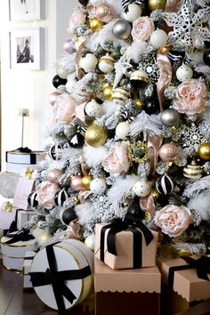 Glam Christmas ideas | Christmas tree with large soft pink flowers, details in gold, white and black