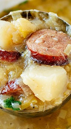 This savory potato leek soup is rich, brothy and light, filled with leeks, garlic, potatoes and hearty slices of delicious smoked sausage! Chili Recipes, Gourmet Recipes, Soup Recipes, Cooking Recipes, Healthy Recipes, Family Recipes, Delicious Recipes, Potato Leek Soup, Recipes