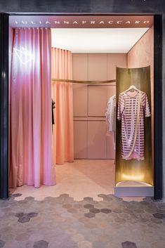 Gallery of Julianna Fraccaro Store / Arquitetura Nacional - 35 Retail Store Design, Retail Shop, Zara Home, Contemporary Architecture, Architecture Design, Design Comercial, Fashion Retail Interior, Window Display Retail, Interior And Exterior