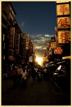 Taipei, Taiwan | 25 Beautifully Cluttered Cityscapes In Asia