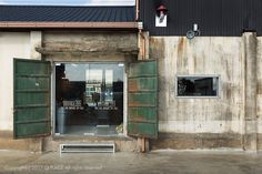 Warehouse renovated cafe interior / 50 pyeong: – Wine World Coffee Shop Interior Design, Coffee Shop Design, Cafe Interior, Building Exterior, Brick Building, Wine House, Industrial Cafe, Cafe Style, Facade Design