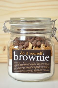 Do It Yourself Brownie 1 cup plain flour cup cocoa cup white sugar cup muscovado sugar cup walnuts or pecans 1 cup chocolate drops Method Pre-heat oven to 180 degrees. Mason Jar Meals, Mason Jar Gifts, Meals In A Jar, Mason Jars, Gift Jars, Brownies In A Jar, Brownie Jar, Do It Yourself Food, Edible Gifts