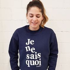We love this for our workout. How do you like to wear it? Social Media Branding, Zurich, Shoe Brands, Pretty Girls, Activewear, Graphic Sweatshirt, Pullover, Workout, Sweatshirts