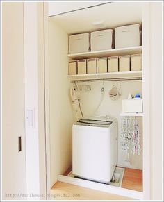 ■洗濯機置き場の収納 -2014- | 家づくり手帖 Cleaning Closet, Powder Room, Bathroom Medicine Cabinet, Toilet Paper, Laundry Room, Interior, Kitchen, House, Home Decor
