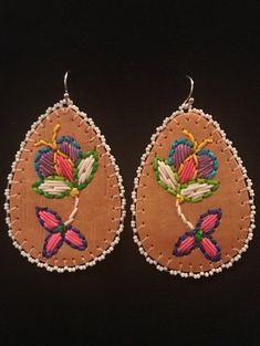 Woodland Quillwork on Spring Birch Bark Native Beadwork, Native American Beadwork, Beaded Flowers Patterns, Beading Patterns, Leather Diy Crafts, Leather Craft, Diy Leather Earrings, Beaded Earrings, Birch Bark Crafts