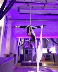 Rockin my K-Boss Jumpsuit in Vienna! The workshops at were a hit. The aerial community here is awesome 💕 Taught this… Aerial Acrobatics, Aerial Dance, Aerial Hoop, Aerial Arts, Aerial Silks, Zoella, Physique, Silk Yoga, Aerial Classes