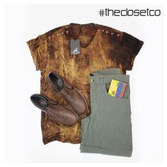 Look del día para Hombres!  #Camiseta y #Pantaloneta #dril de @CarlosGuerra1990 #Zapatos #mocacines y #Billetera en #cuero de @Disonti #RedDeDiseñadores #TheClosetCo #Moda #Diseño a sólo un clic y en la puerta de tu casa