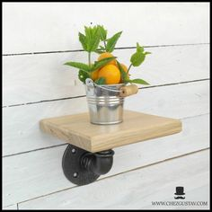 Wall shelf in oak and plumbing pipes - original gift to the industrial look Oak Wall Shelves, Shelf, Iron Pipe Shelves, Artisanal, Decoration, Pipes, Plumbing, Cast Iron, Planter Pots