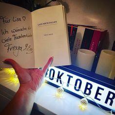 """Sooooo bald hab ich es geschafft und hab alle Beiträge aufgeholt  . Bild 22 in der #lyxlesechallenge trägt das Motto """"signiert""""... . Zu diesem Motto habe ich eines meiner neusten #Bücher ausgewählt """"Lass mich Fallen"""" von Freya Miles. Dieses hat sie mir auf der #FBM17 signiert  . . WERBUNG gem. 2 Nr.5 TMG: @lyx_verlag  Freya Miles  Booklover-Verlag . . #bookstagram #lcsbookshelf #blogstagram #books #autograph #octoberchallenge #freyamiles #bookloververlag #booklove #blogger_de #germanblogger…"""