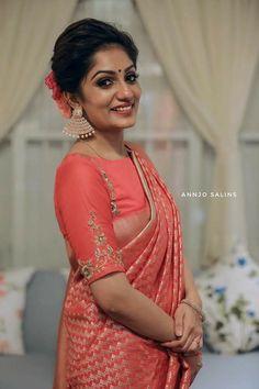 Say Hello to High Neck Blouses. Pattu Saree Blouse Designs, Fancy Blouse Designs, Bridal Blouse Designs, Blouse Designs High Neck, Blouse Neck Patterns, Sari Bluse, Stylish Blouse Design, High Neck Blouse, Body