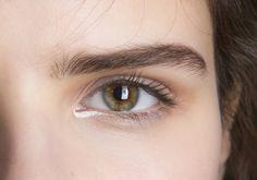 Eyeliner blanc en coin interne
