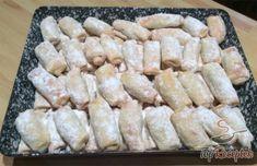 Lekvárral töltött tejfölös kifli | TopReceptek.hu Hungarian Recipes, Pavlova, Sweet Recipes, Ham, Food To Make, Food And Drink, Dairy, Health Fitness, Sweets