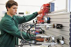 Le foto dei nostri allievi all'opera nei laboratori di elettronica, automazione e robotica