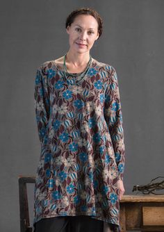 """Isn't it wonderful - our playful jersey tunic is strewn with flowers and leaves in the """"Elsa"""" print! The design features full-length sleeves and inset tabs on the sides that give an exciting flared shape. Round and somewhat wider neckline."""