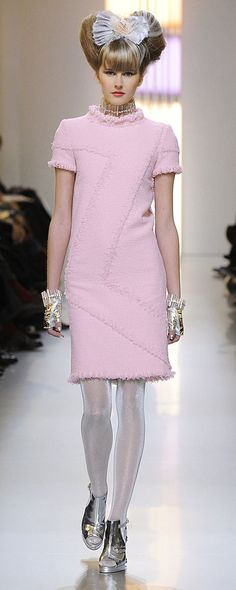 Chanel Spring-summer 2010 - Couture - http://www.orientpalms.com/chanel-1598